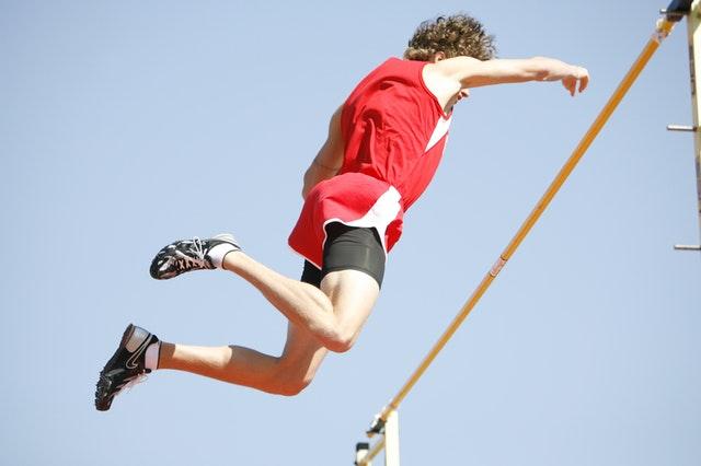 iCulum chico saltando obstáculo